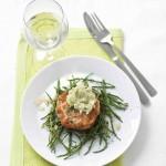 Zalmburger met avocado-appelmayonaise & witte Bourgogne